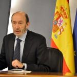 Alfredo Pérez Rubalcaba compareciendo ante los medios